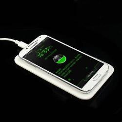 Hálózati töltõ állomás vezeték nélküli töléshez - fogadóegységgel!, QI Wireless, kimenet 5V / 1000 mAh - FEHÉR